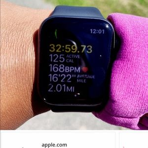 Apple Watch series 4 40mm /sports band new $400